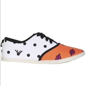 DV8 by Dolce Vita Printed Lips Sneakers